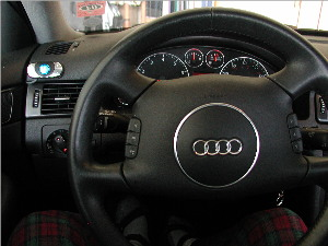 Audi dashboard with Motorola IFH1000 car kit device installed