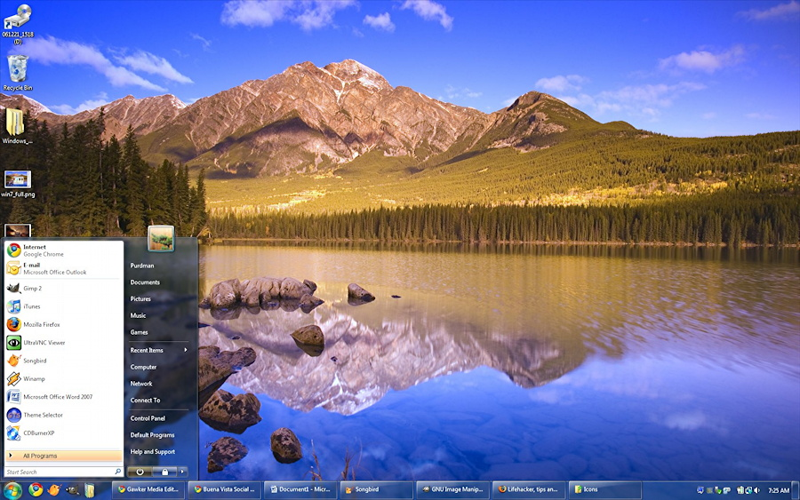 Microsoft Windows 7 - Win7 Desktop with Start Menu