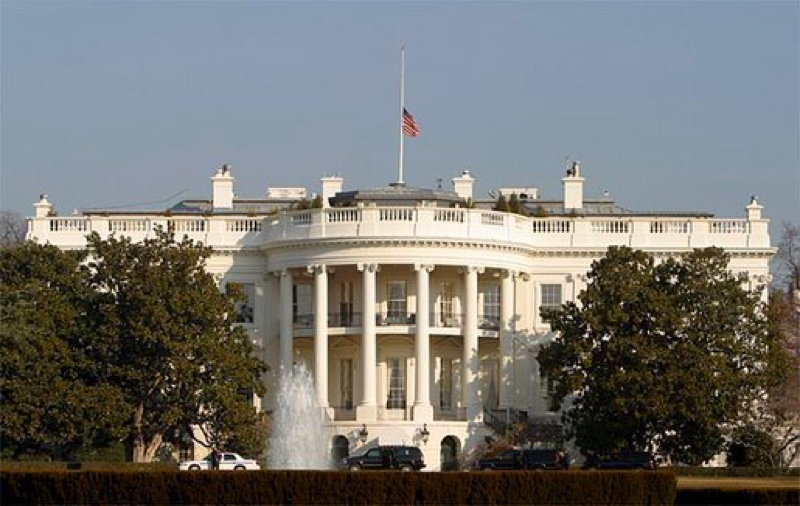 whitehouse american flag half-staff