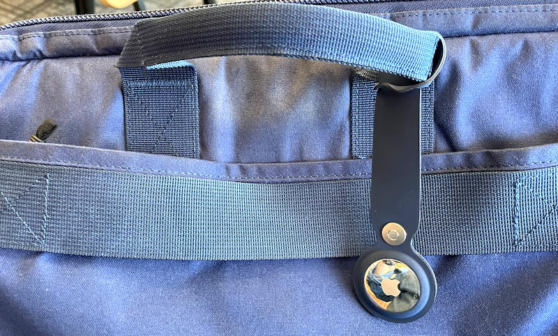 computer bag with apple airtag attached